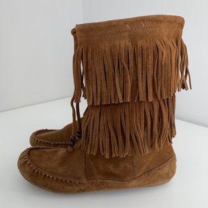 Minnetonka Fringe Boots Tan Size 8.5